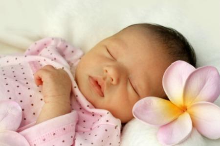 Tips Menenangkan Bayi yang Menangis Histeris Untuk Ibu Muda