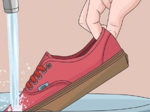 Trik Mencuci Sepatu Seperti Baru
