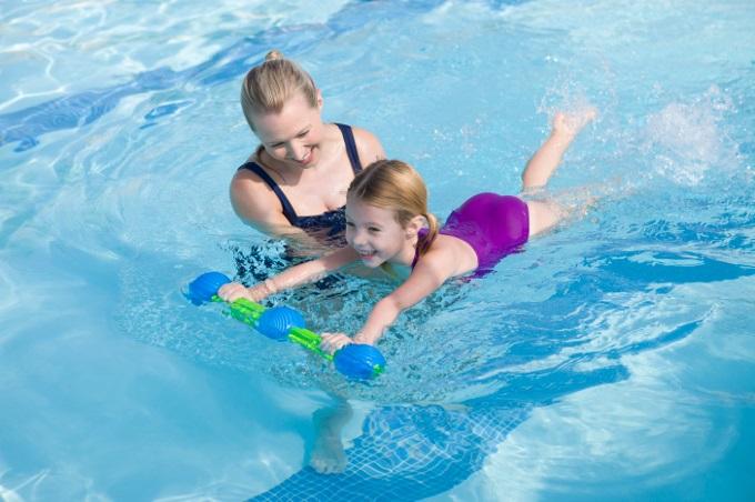 Cara Mengajarkan anak Berenang