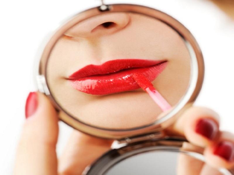 Tips Memakai Lipstik Untuk Bibir Tipis