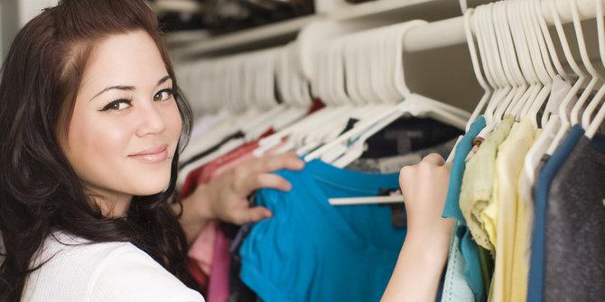 Gaya Pakaian Untuk Membuat Wanita Terlihat Muda